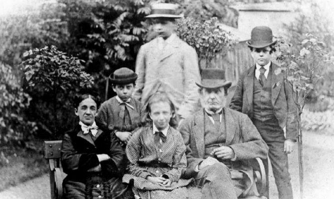 La familia de Morgan, hacia 1865. Él es el niño más pequeño. Su madre era la hija del fundador de Osborne. E.M.