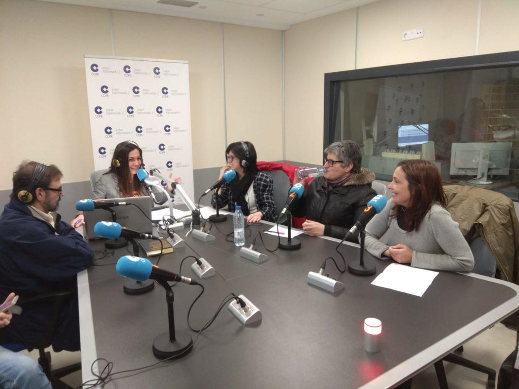 Un grupo de catequistas habla en COPE Santiago sobre la asamblea de mañana